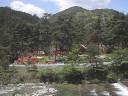 連休の山麓公園、川の対岸から。 撮影日:2008年5月4日 撮影:管理人
